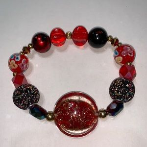 Red mixed glass and acrylic beaded bracelet